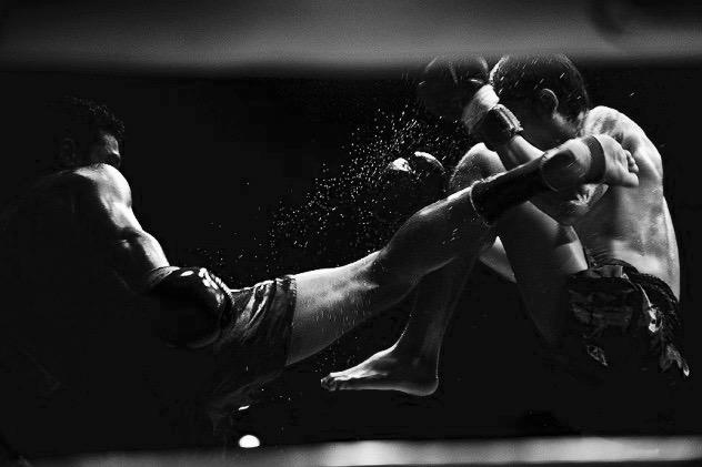 Thaibokstraining (techniek & sparring)