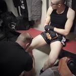 Trainer Giorgi bezig met de voorbereiding van Jimmy fighter