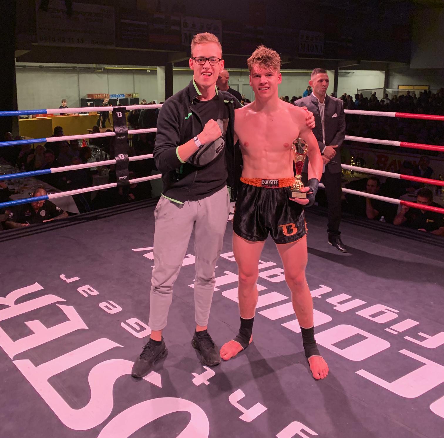 Thaiboxer Nicola & zijn broer Niels