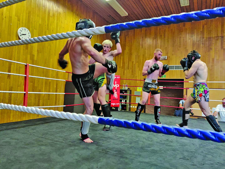 Voorbereiding kickboks en muay thai wedstrijden - competitie Bronski Gym in Ieper
